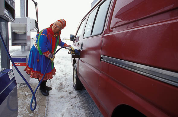 Karen Utsi pumps gas